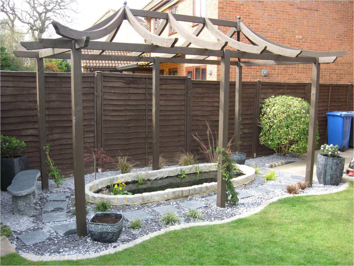 Japanese style pond garden dave reeves landscaping for Japanese style pond